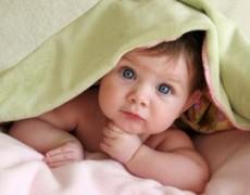 Limpieza de dientes de un bebé